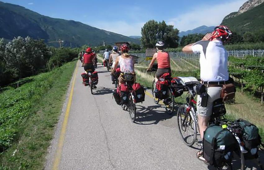 In bicicletta da Firenze a Verona, nasce la Ciclopista del Sole. 400mila euro per il progetto