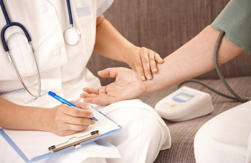 Sanità, in Piemonte nasce l'infermiere di famiglia e di comunità: ecco compiti e requisiti