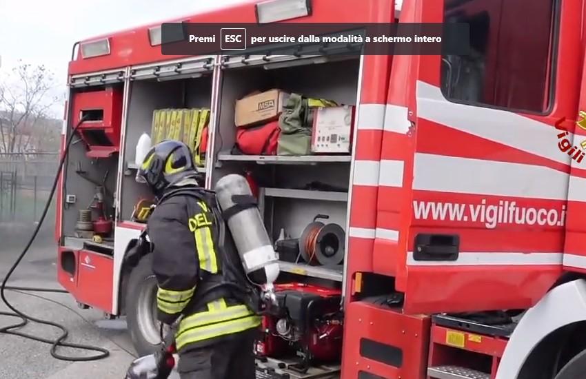 Divampa un incendio in via Scotellaro ma i vigili del fuoco evitano una tragedia