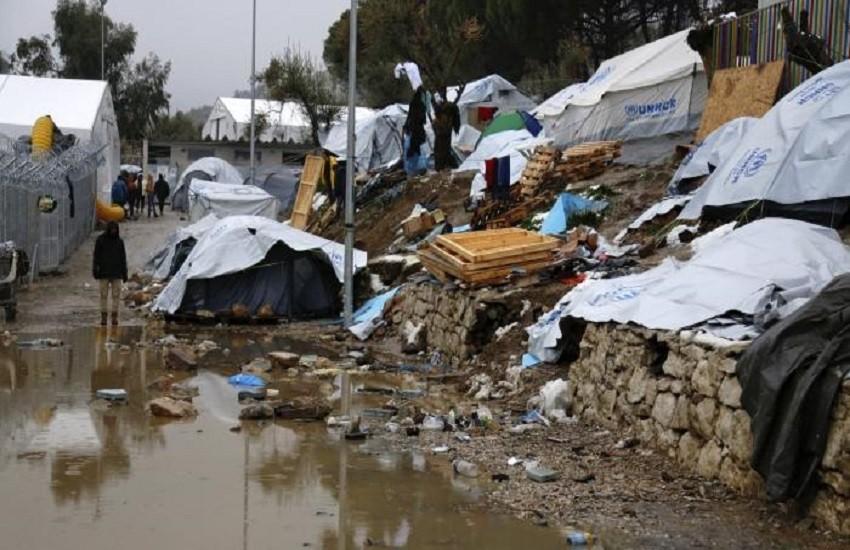 """L'inferno del campo profughi di Lesbo, dove metà degli """"ospiti"""" è a rischio suicidio"""