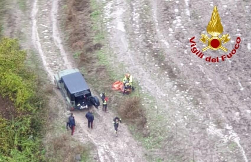 Mineo, elicottero dei Vigili del Fuoco soccorre occupanti di auto in panne