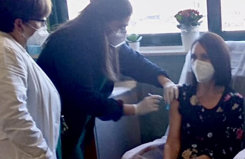 Catania, prima vaccinata al Garibaldi Nesima, la dottoressa Leda D'Amico