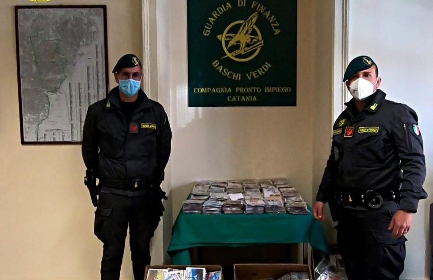 """Catania, la Finanza sequestra 13.000 CD/DVD contraffatti alla """"Fera 'o luni"""""""