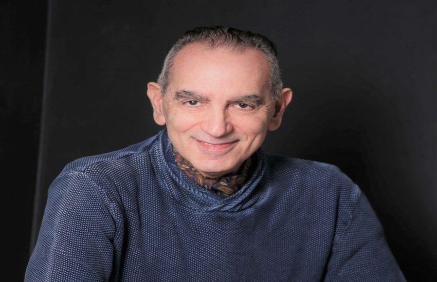 Teatro, l'attore napoletano Gennaro Cannavacciuolo lancia gli abbonamenti su Facebook: incontri, musica e lettura online