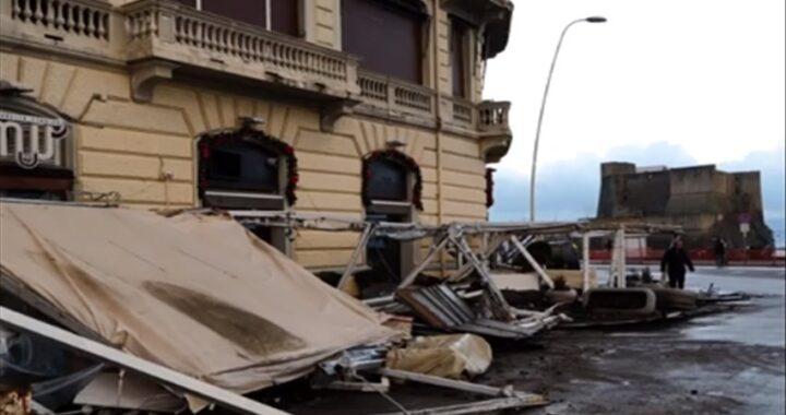 Lungomare di Napoli devastato dal maltempo, i ristoratori chiedono lo stato di calamità