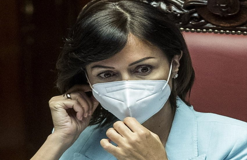 """Mara Carfagna ricoverata in ospedale per polmonite, ma Forza Italia precisa: """"Non é Covid"""""""