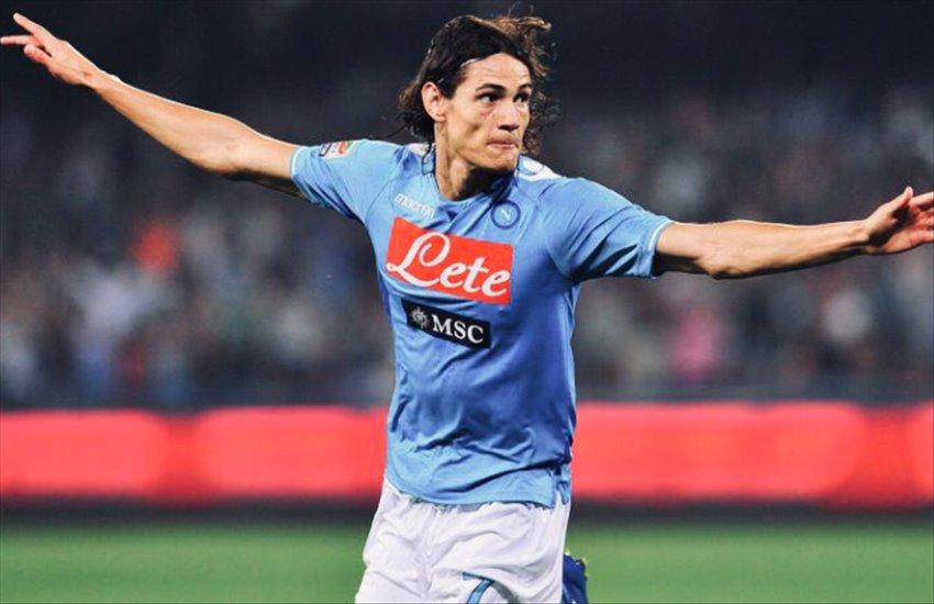 """Cavani affascinato dal murales alla fermata Mostra-Maradona: """"Ecco perché ho detto no a Juve e Inter"""""""