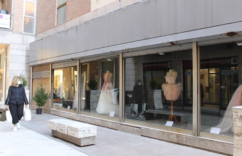 Macerata, vetrine abbandonate rimesse a nuovo. Parte il piano di rinascita del centro storico