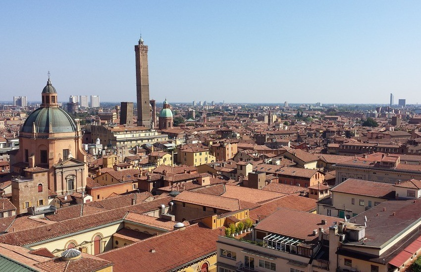 """Bologna: """"sperpera"""" 5000 euro in due giorni in città, la storia di una ragazza pugliese"""