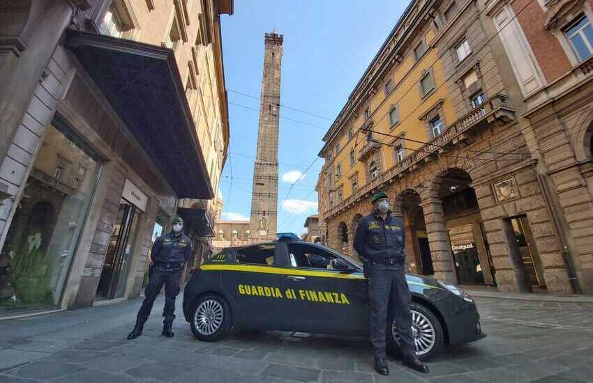 Con il reddito di cittadinanza finanziano il terrorismo: due arresti