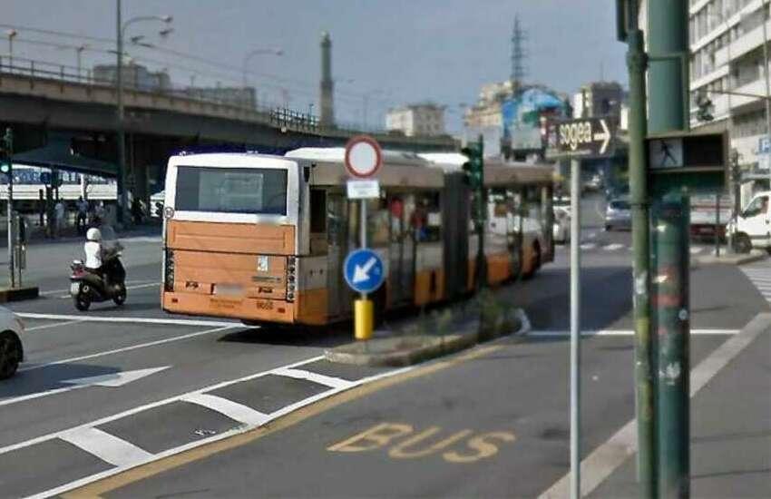 Genova, è morto il neonato schiacciato sul bus dopo frenata a San Teodoro