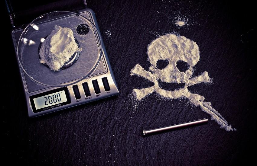 Cocaina e marijuana in casa: arrestato spacciatore