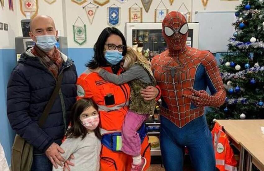 """""""Spiderman savonese"""", nominato Cavaliere della Repubblica che fa compagnia ai bimbi malati"""