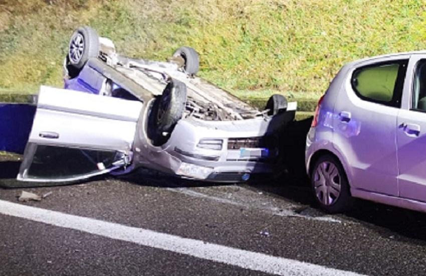 Vigili del fuoco: incidente in superstrada, collisione tra due autovetture