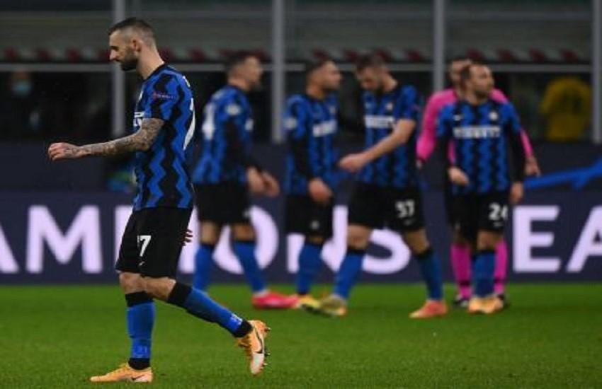 Milano, la Polizia denuncia due tifosi per i petardi di Inter-Juve