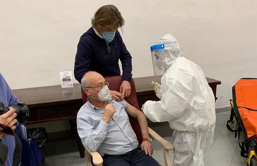 V-day, vaccinato il presidente della Fondazione Santa Maria Nuova: «Unica alternativa per sconfiggere il virus»