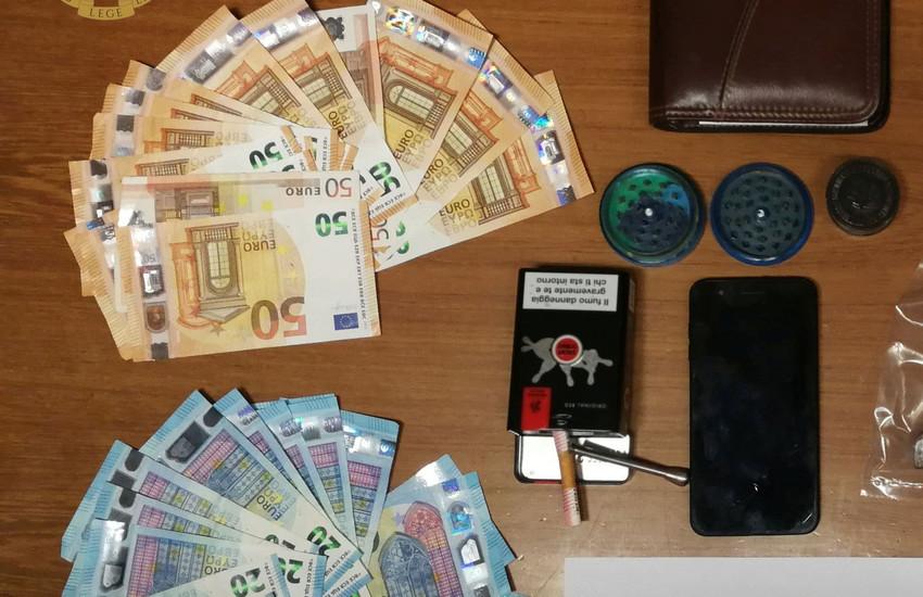 Guidonia Montecelio. 45enne romano arrestato: all'interno della sua abitazione trovati 1700 euro in contanti e oltre 1 kg di hashish