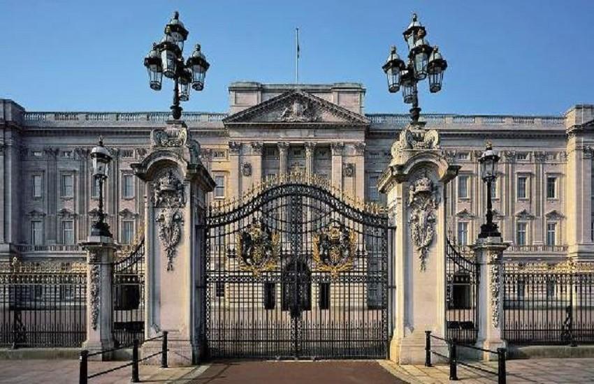 Scoperto il ladro di Buckingham Palace. Vendeva i cimeli reali in eBay con il suo vero nome
