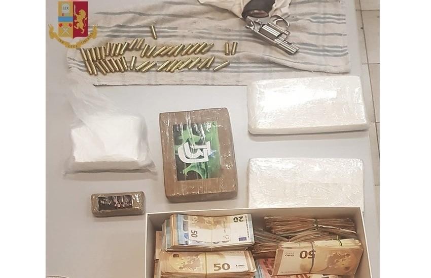 Milano, arrestate due persone e sequestrati 3,7 kg di cocaina, 120mila euro nella scatola delle scarpe e due pistole clandestine