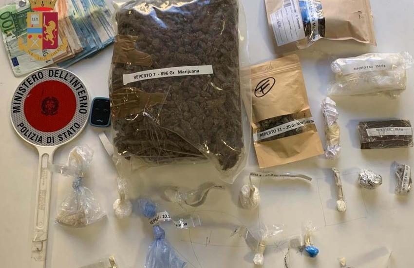 Milano, 1,5 kg di droga e pasticche per i party privati in tempo di restrizioni anti-Covid, arrestate due persone