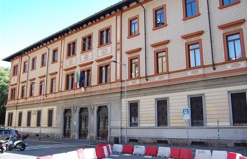 Milano, occupato il liceo Manzoni. Proteste contro la dad