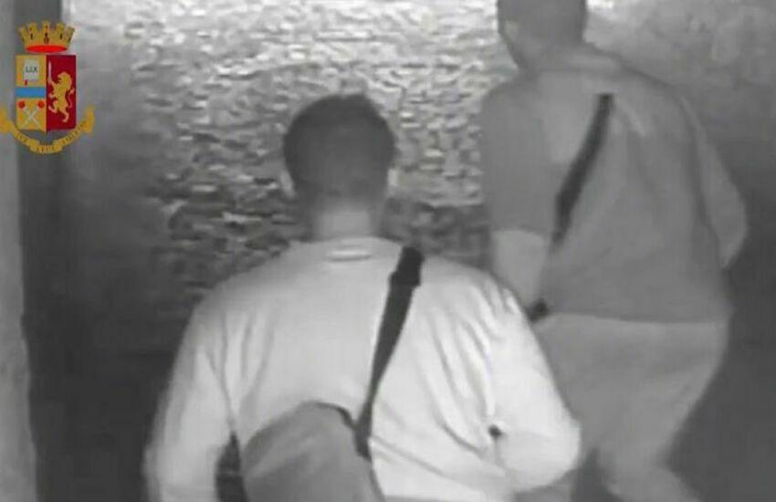Milano, ospita due connazionali, stuprata, picchiata e rapinata. Arrestati due marocchini