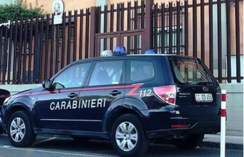 Biancavilla, calci e pugni ai carabinieri per consentire al figlio di fuggire. Arrestata 56enne