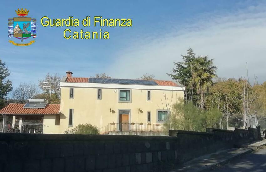 Pedara, donano la villa ai figli per evitare i debiti erariali. La Finanza le sequestra