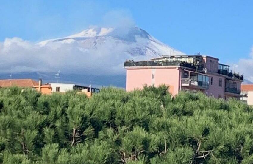 Etna, dopo l'eruzione di ieri cala energia, debole fontana di lava dal cratere Sud-Est