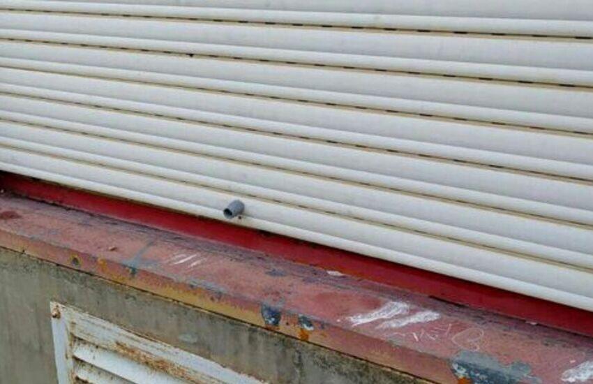 """Librino, furti e danni per 50 mila euro alla scuola Campanella Sturzo. Il sindaco: """"Azione malvagia, la risistemeremo"""""""