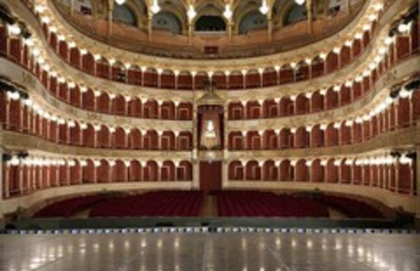 Teatri chiusi, ma boom degli spettacoli online
