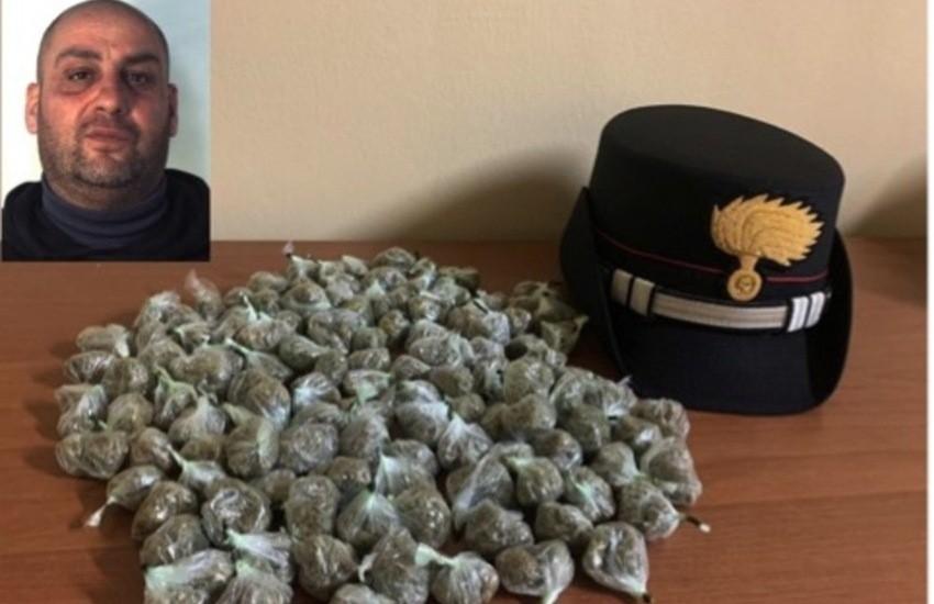 San Cristoforo, nasconde marijuana nella manica del giubbotto, pusher in manette