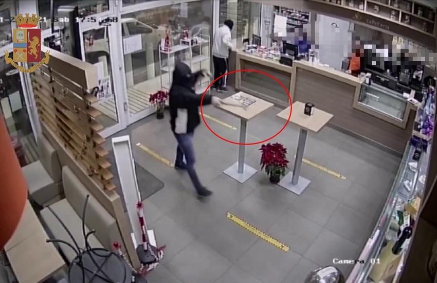 S.G. Galermo, sventata rapina a distributore. Inseguiti e arrestati in due – Foto Gallery