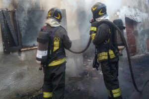 Incendio a Grotte Santo Stefano: intervengono i Vigili del Fuoco