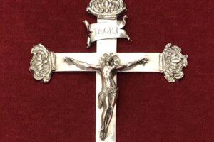 Sanremo, ritrovato in cantina santuario crocefisso metà '600