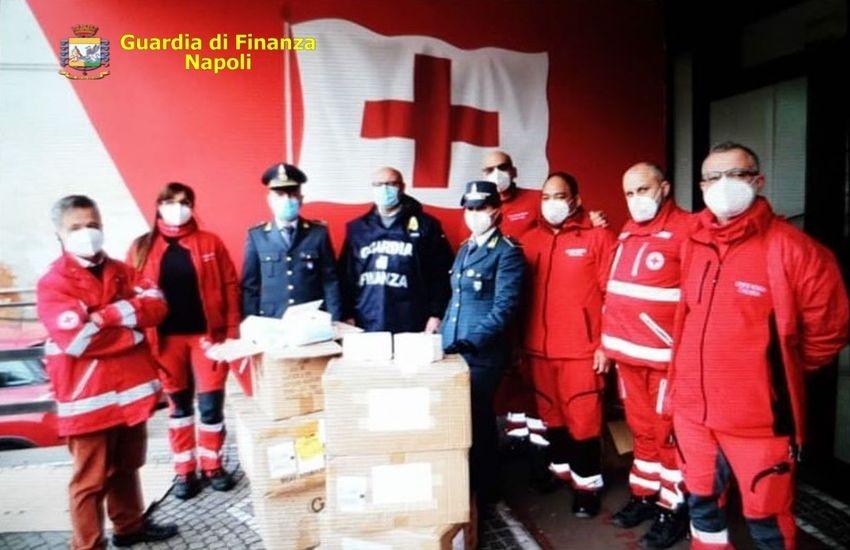 La Guardia di Finanza dona 30.000 mascherine sequestrate ad un imprenditore napoletano