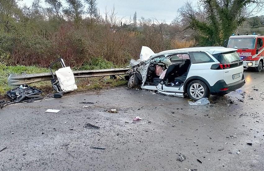Incidente stradale sulla Cassia Sud: autovettura contro autobus