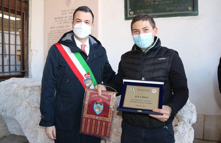 Premiato Luca Rigo, il giovane che salvò 2 naufraghi