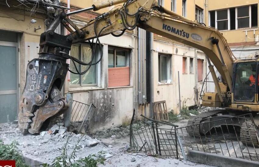 Catania, avviata la demolizione dell'ex ospedale Santa Marta