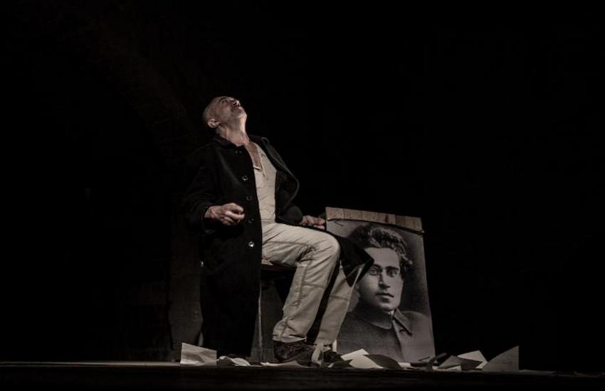 """Fabrizio Saccomanno interpreta """"Gramsci Antonio detto Nino"""""""