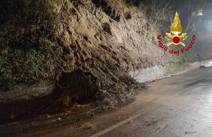 Frana a Mirabella Eclano. Strada Provinciale 57 chiusa al traffico in entrambi i sensi di marcia
