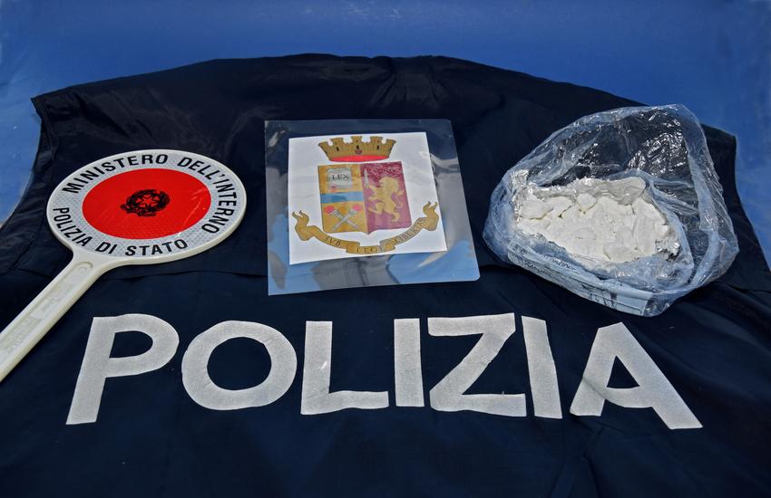 Illecita detenzione di sostanze stupefacenti: un arresto e una denuncia