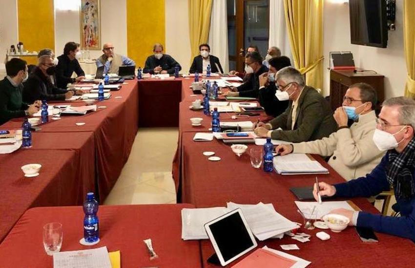 Regione siciliana, a Pergusa riunione fiume della giunta sul bilancio