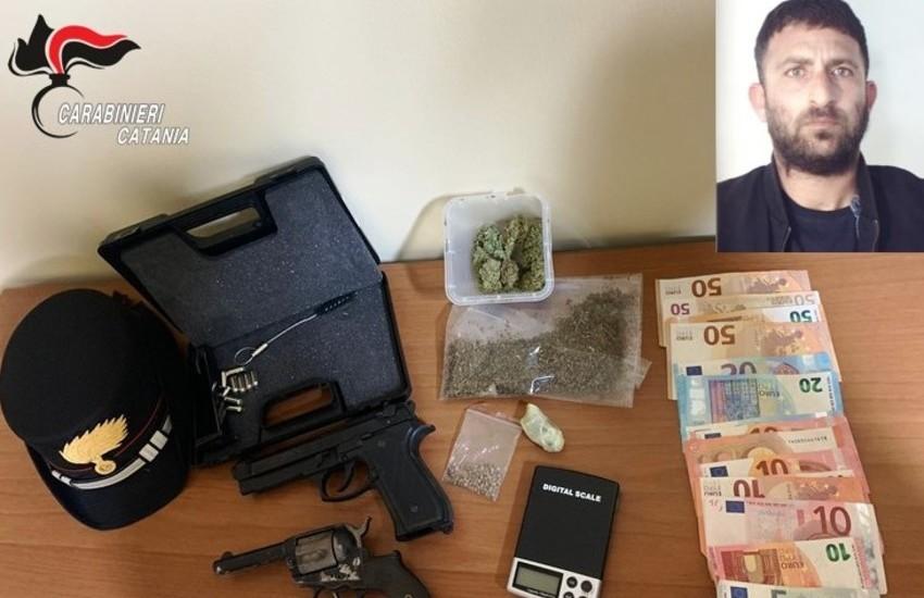 Via Bucaneve, droga e armi a casa dello spacciatore, arrestato