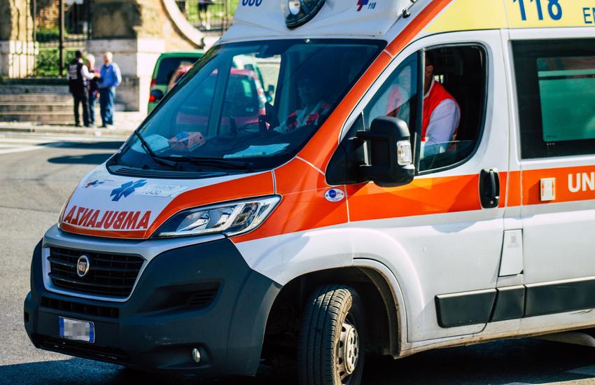 Milano: Urtato da treno, finisce in ospedale in condizioni serie