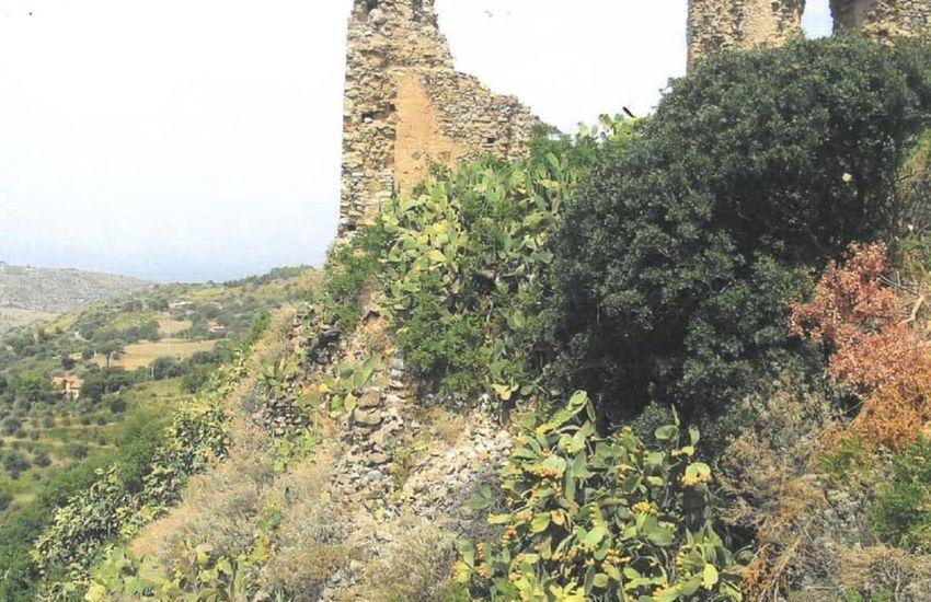 Collesano, dissesto idrogeologico:  in sicurezza il costone e i ruderi del castello