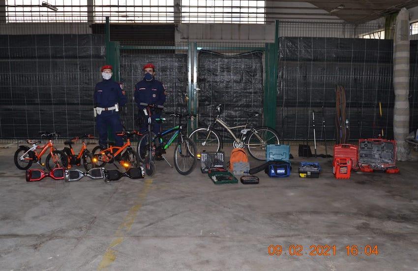 Controlli in via Giordano Bruno: la Polizia Municipale ha trovato molto materiale rubato
