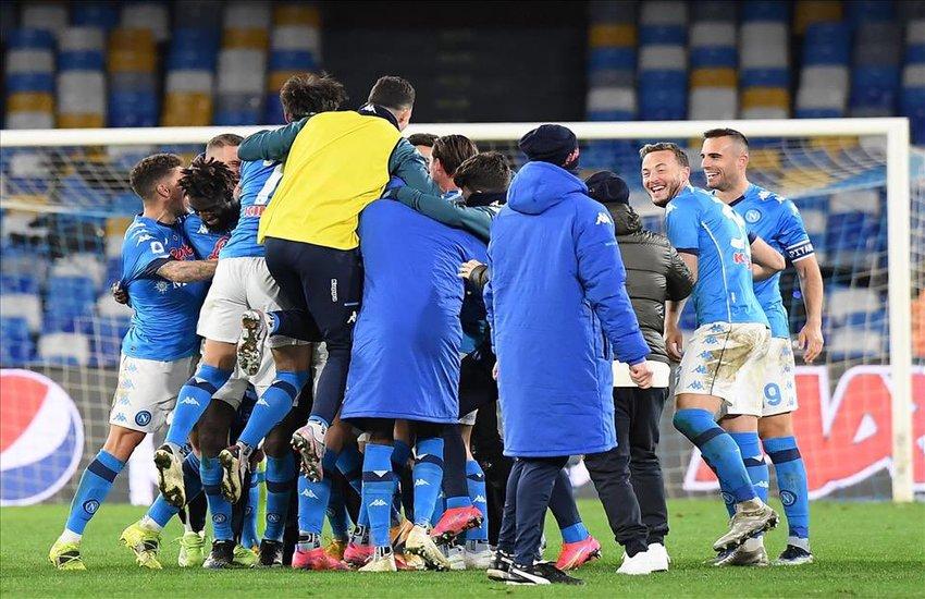 Il Napoli risorge dalle sue ceneri e batte la Juve, decide Insigne dagli 11 metri