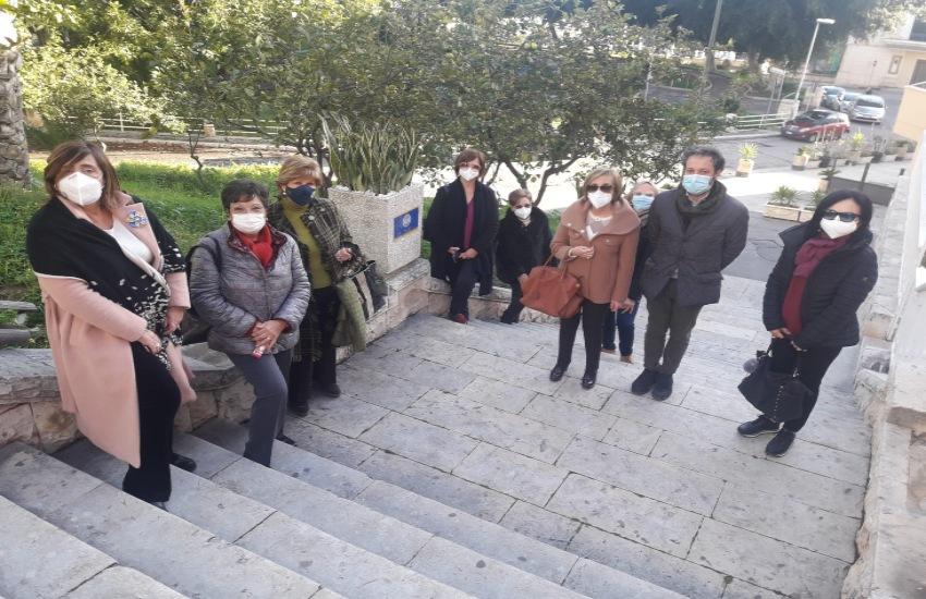 """Soroptimist club di Gela, """"Un dono alla città"""". La scalinata del Belvedere ripulita e adornata"""