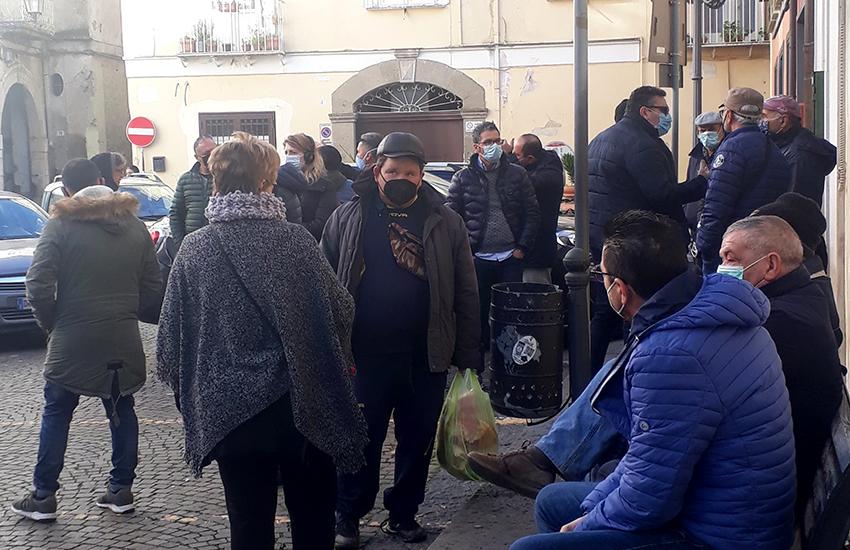 Gli ambulanti sul piede di guerra contro l'ordinanza del sindaco di Teano